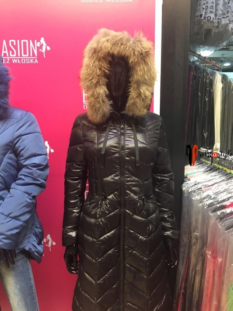 Куртка, пуховик, черного цвета, с капюшоном, на холлофайбере, с мехом