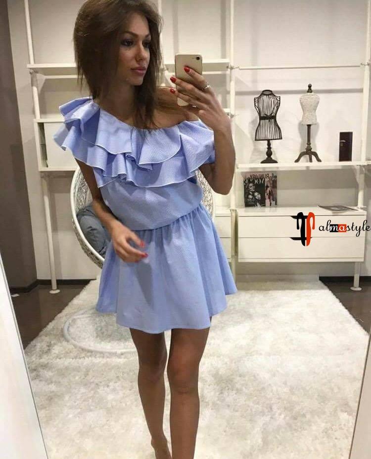 Летнее голубое платье с оборкой на одно плечо