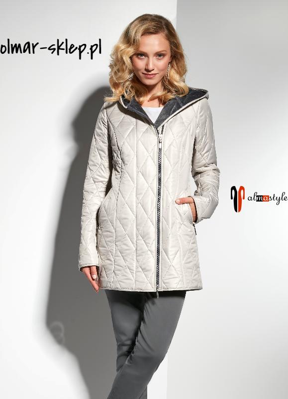 Куртка белая, с капюшоном, средней длины