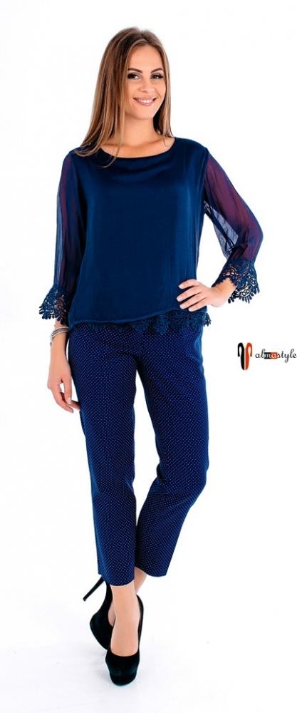 Синяя блуза с гипюром и прозрачным рукавом